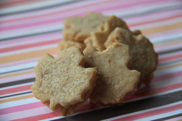 Biscuits au sirop d'érable fourrés à la crème au beurre