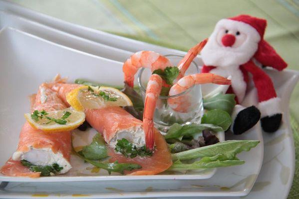 Cornes d'abondance de saumon fumé farci au fromage blanc et aux miettes de crevettes (Menu de Noël Lidl à 5 euros)