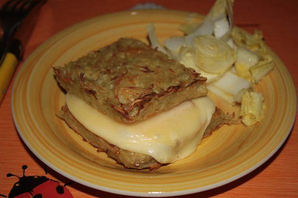Croque monsieur de pommes de terre au fromage à raclette