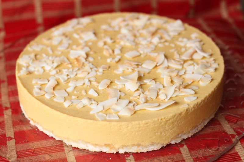 Dacquoise à la noix de coco et bavarois à la mangue