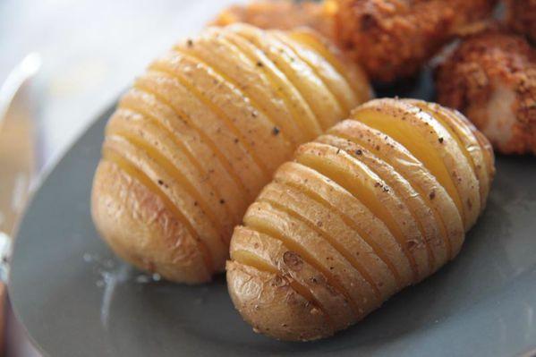 Hasselback potatoes (Pommes de terre rôties à la suédoise)