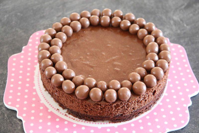 Le parfait gâteau d'anniversaire tout chocolat
