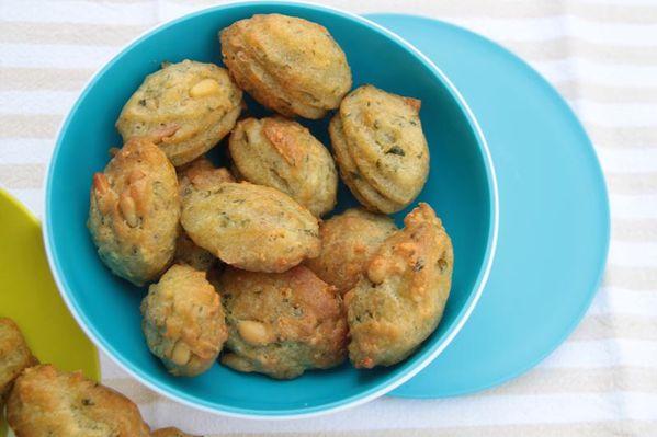 Mini madeleines au pistou et aux pignons de pin