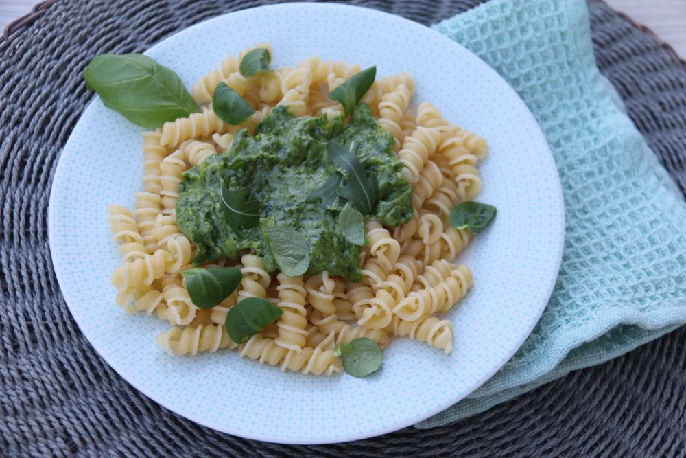 Pesto aux herbes et parmesan végan (au Thermomix ou sans)