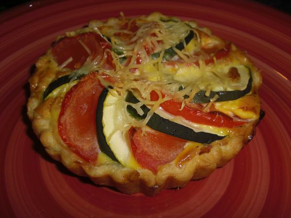 Tartelettes aux tomates, thon et courgettes