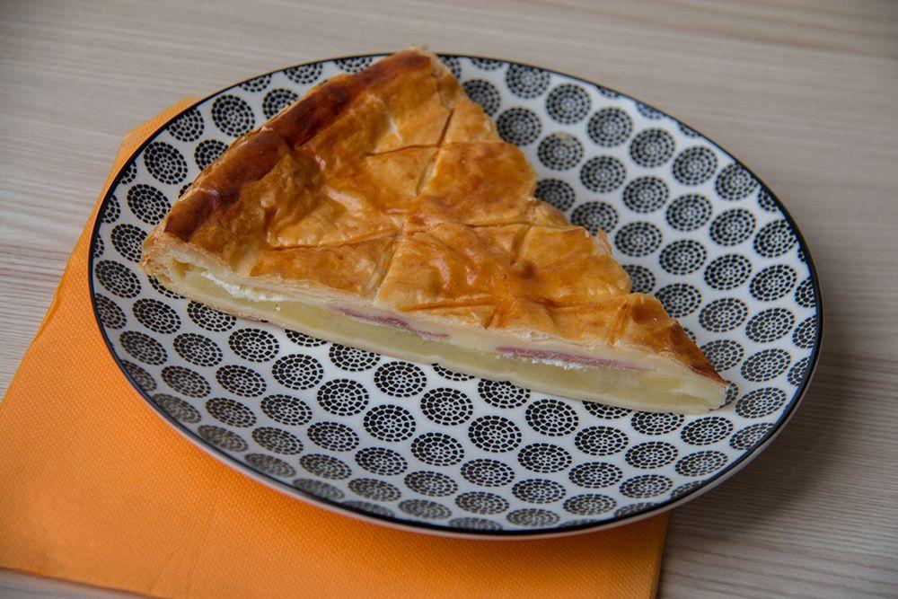 Tourte au jambon et au fromage à raclette