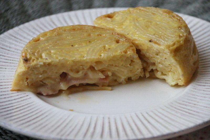 Omelette aux spaghettis et au fromage à raclette