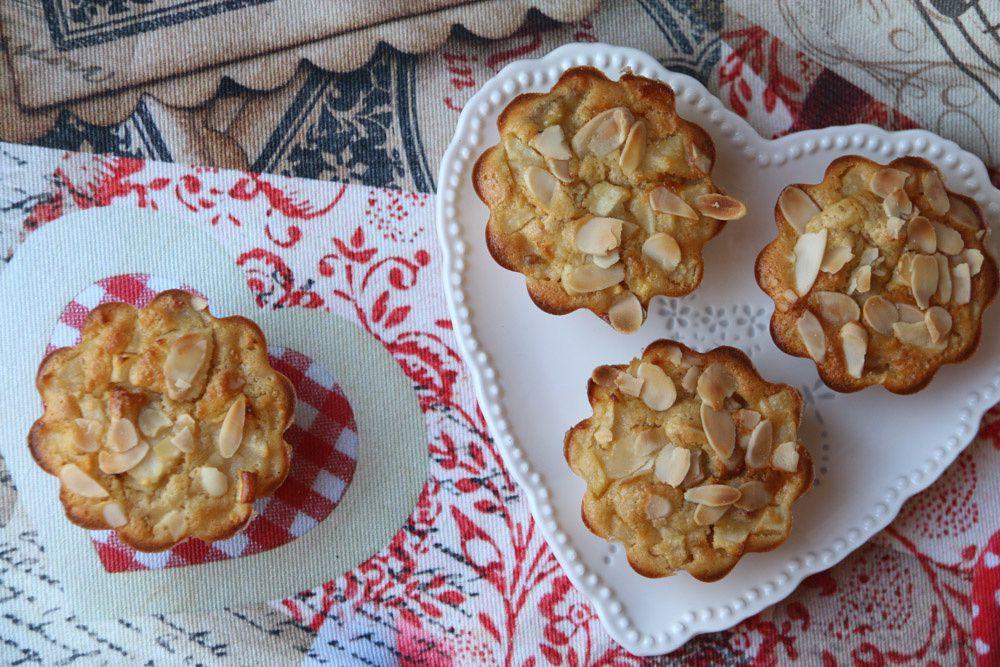 Petits gâteaux moelleux poires / pommes et bananes