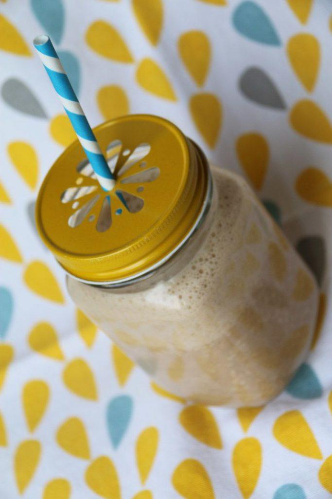 Smoothie au lait d'amandes et au café
