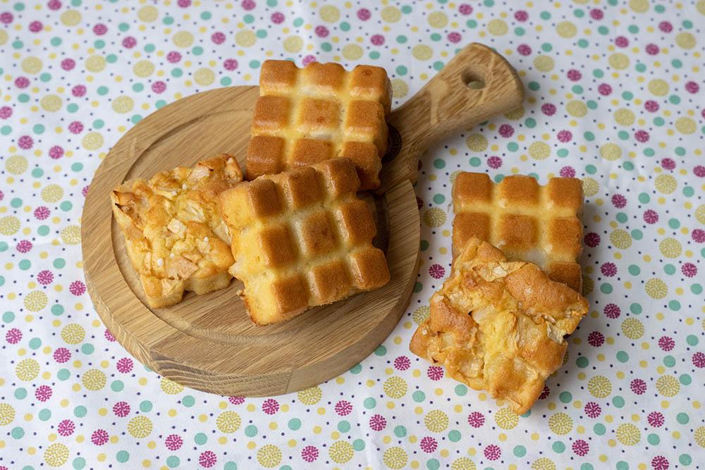 Petits gâteaux madeleines aux pommes et aux poires