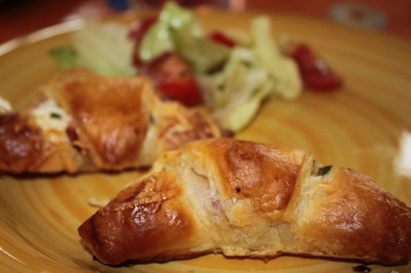 Petits croissants aux allumettes de lardons