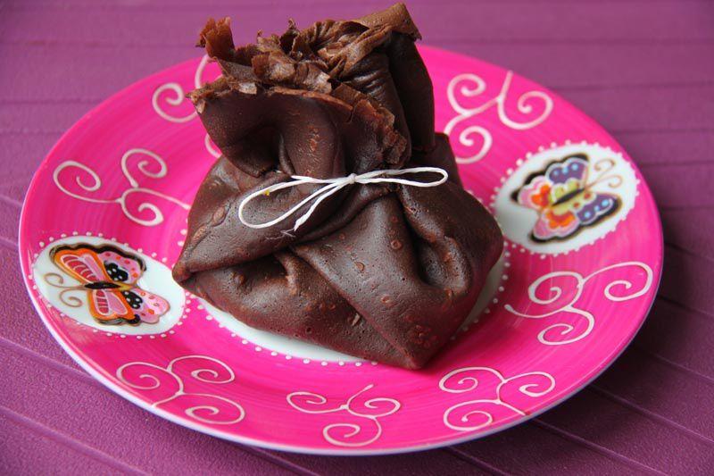 Aumônières de crêpes au chocolat et aux fruits frais