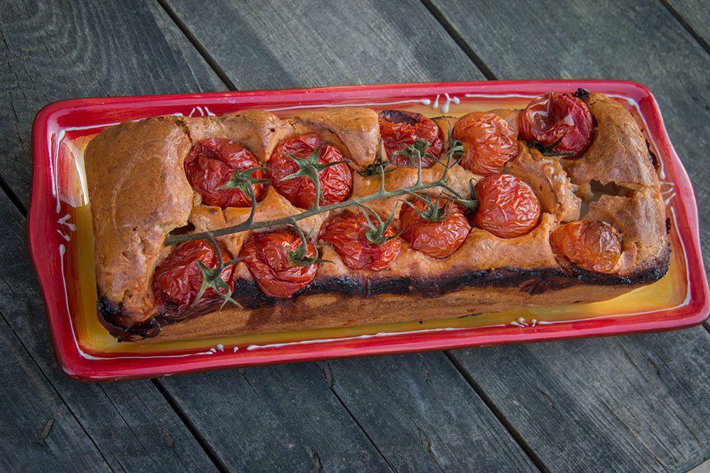 Cake tomates, mozzarella et basilic (recette de Julie Andrieu)