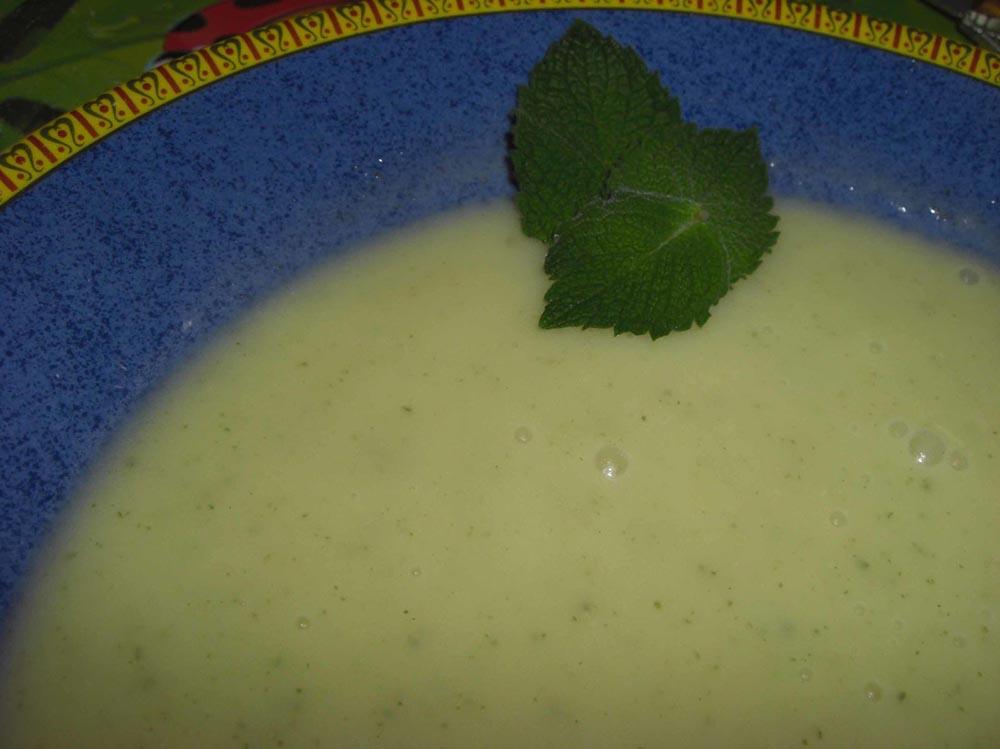 Crème de courgettes à la menthe