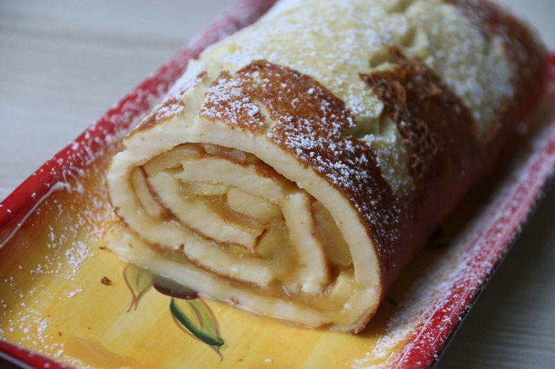 Crêpe roulée géante aux pommes et caramel au beurre salé