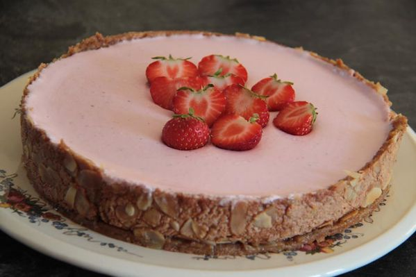 Dacquoise aux fraises et à l'eau de rose