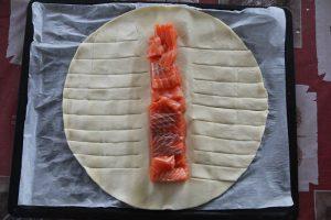 Feuilleté tressé au saumon et aux poireaux