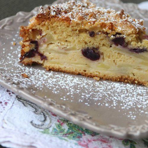 Gâteau crumble aux pommes et aux raisins