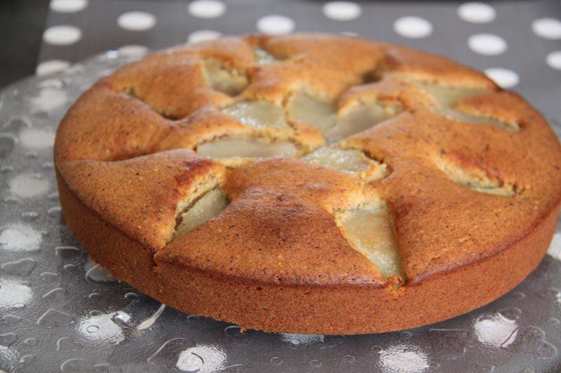 Gâteau tendre aux poires et aux noisettes