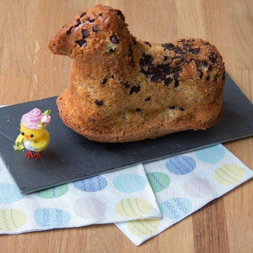 Lammele aux noisettes et aux pépites de chocolat (agneau de Pâques)