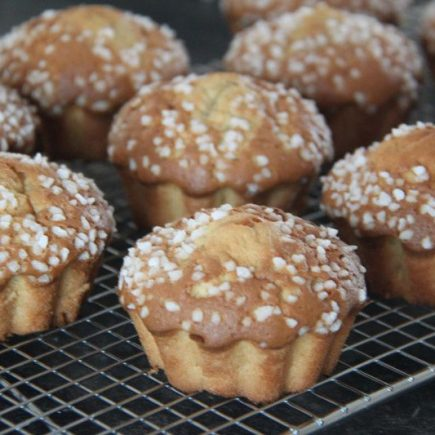 Madeleines-facon-muffins-finition-chouquettes-1