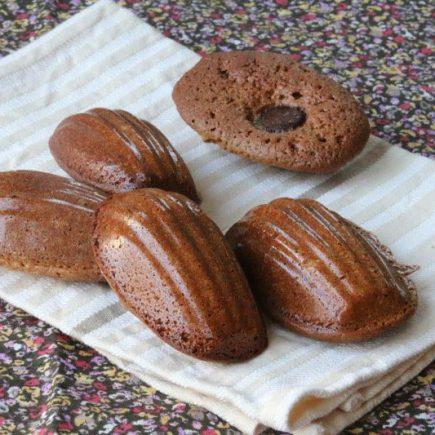 Madeleines-pralinees-a-la-fleur-de-sel-coeur-chocolat-1