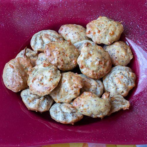 Mini cakes salés au thon et à la moutarde à l'ancienne pour l'apéro