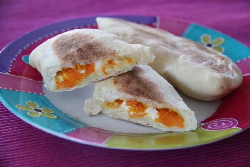 Naans au fromage et aux carottes au gingembre