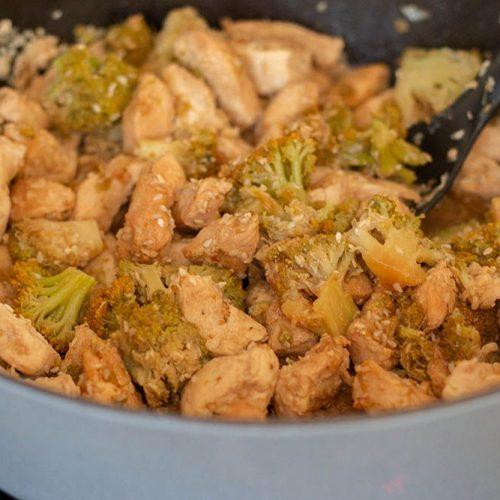 Saute-de-brocolis-et-poulet-au-sesame