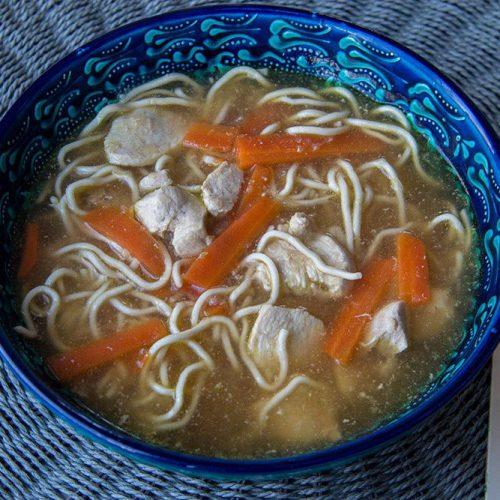 Soupe chinoise aux nouilles et au poulet (au Cookeo)