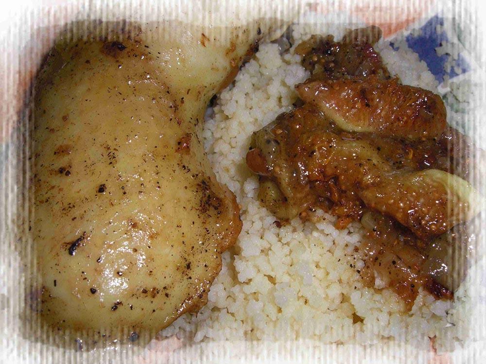 Tajine de poulet aux figues et aux amandes