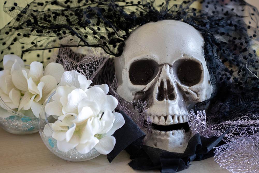 Serpents feuilletés pour Halloween crâne tête de mort