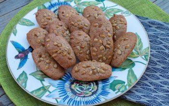 Madeleines-saveur-vanille-aux-pignons-de-pin-1