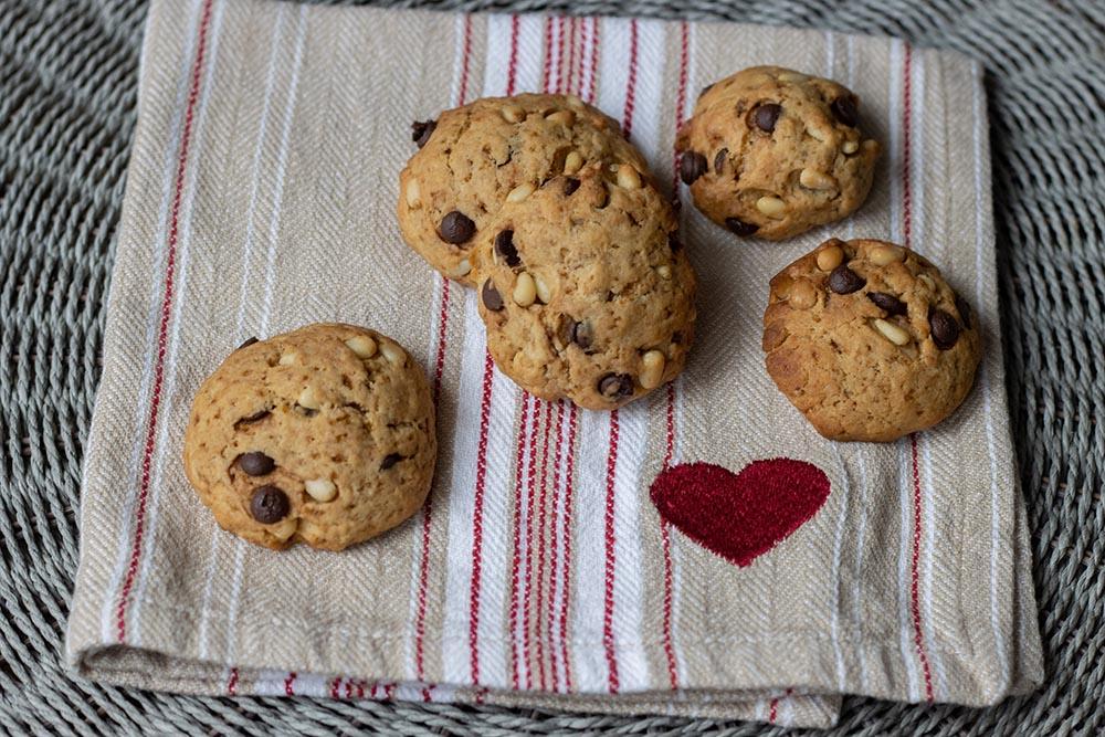 Cookies aux pépites de chocolat et aux pignons de pin