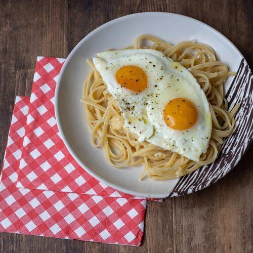Spaghettis au Comté et oeufs à cheval (recette de Philippe Etchebest)