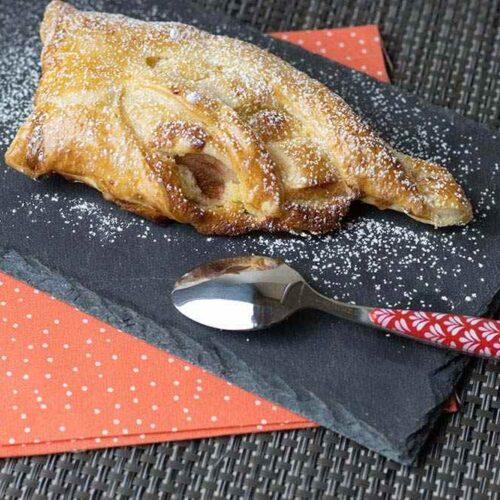 Feuilletés tressés aux poires et à la crème d'amandes