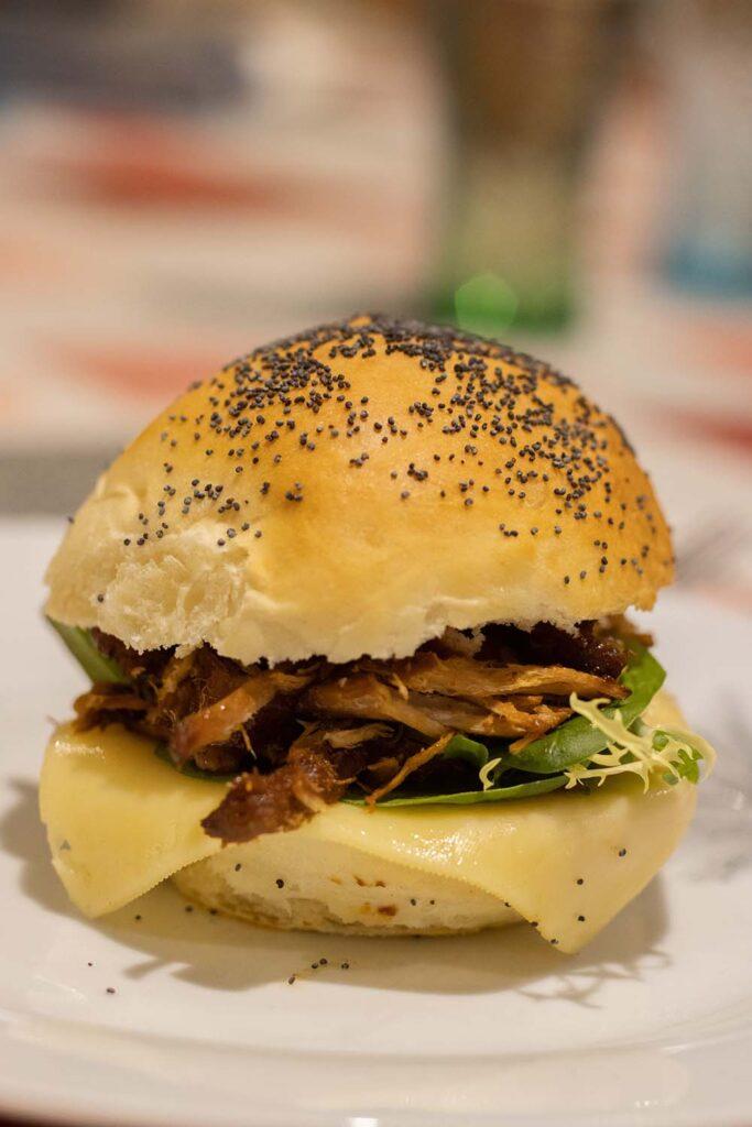 Pulled Pork Burger (Burger au porc effiloché)