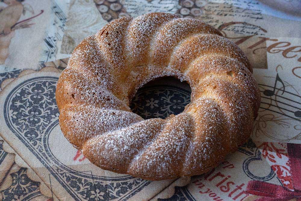 Gâteau 5 minutes au yaourt et à la noix de coco moule couronne torsadé Demarle Flexipan 1