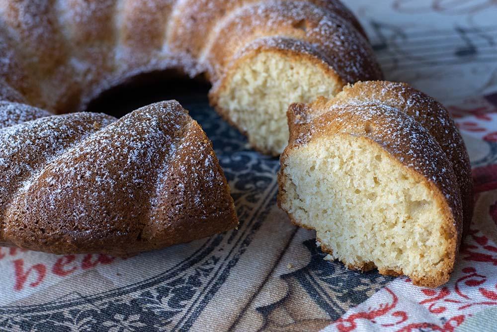 Gâteau 5 minutes au yaourt et à la noix de coco moule couronne torsadé Demarle Flexipan 2