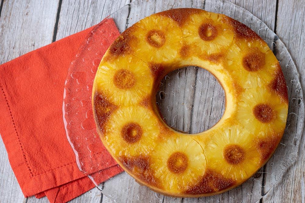 Gâteau renversé à l'ananas de Bree Van de Kamp moule tarte couronne Demarle Flexipan 1