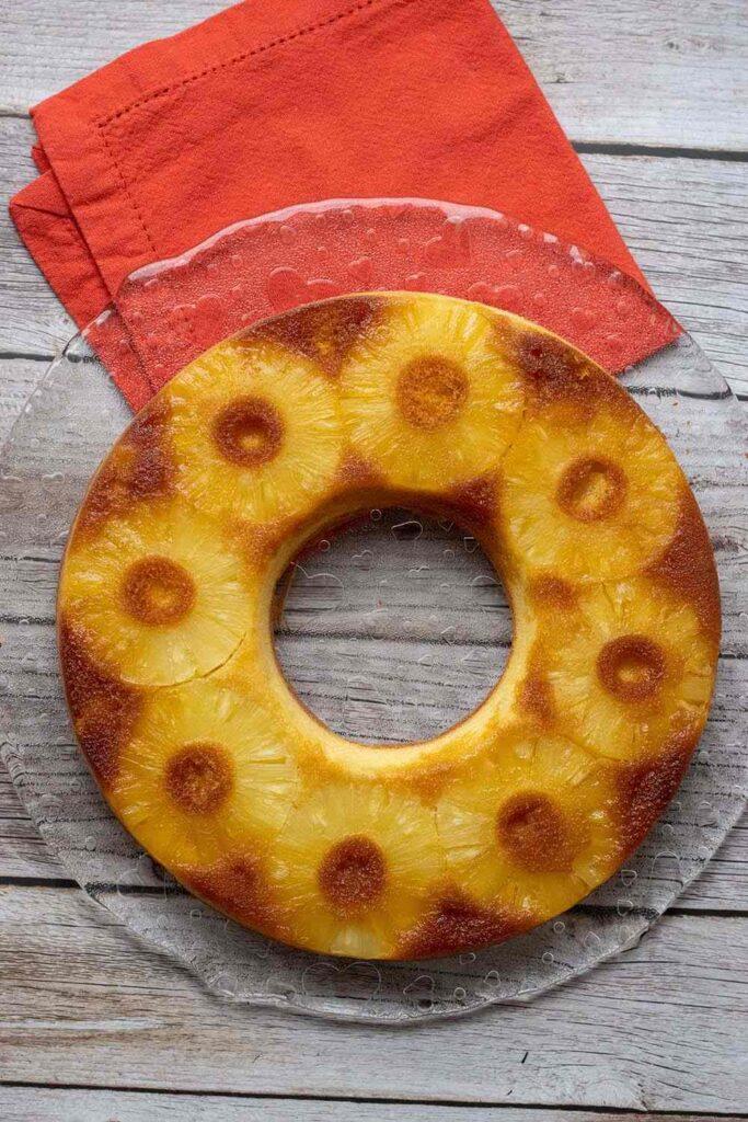 Gâteau renversé à l'ananas de Bree Van de Kamp moule tarte couronne Demarle Flexipan 3