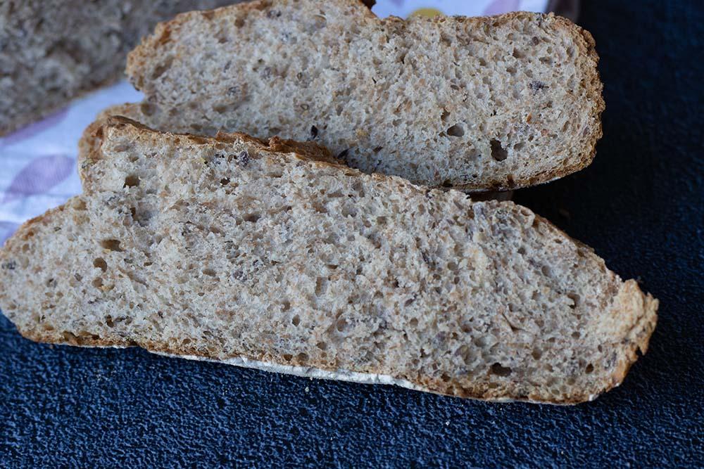 Pain cocotte à l'épeautre et aux graines de lin 2