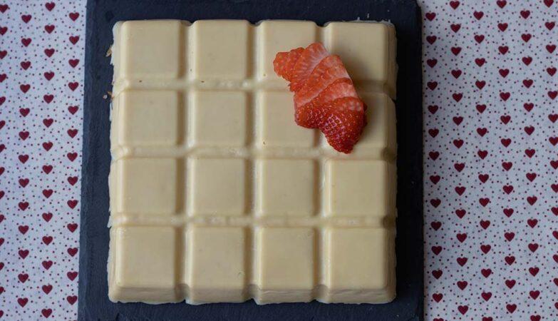 Fraisier en coque de chocolat blanc moule tablette Demarle (1)