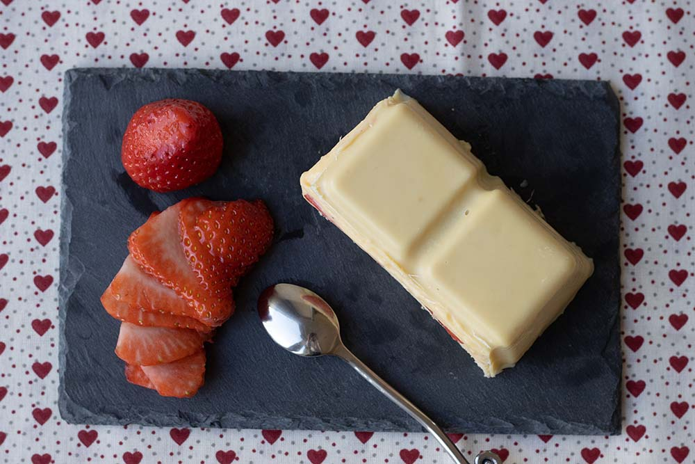 Fraisier en coque de chocolat blanc moule tablette Demarle 2