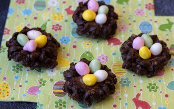 Nids de Pâques (riz soufflé et chocolat) mini saint honoré Demarle