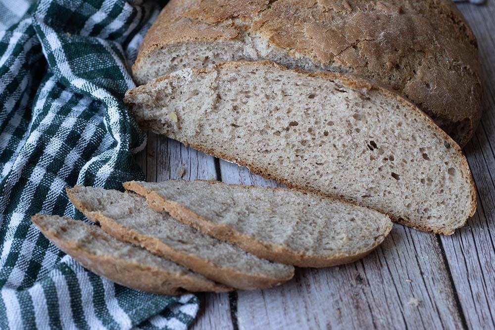 Pain à la farine de noix et de seigle (pain cocotte) 1