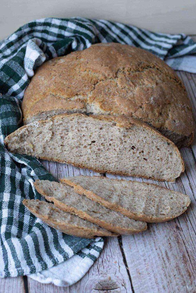 Pain à la farine de noix et de seigle (pain cocotte) 2