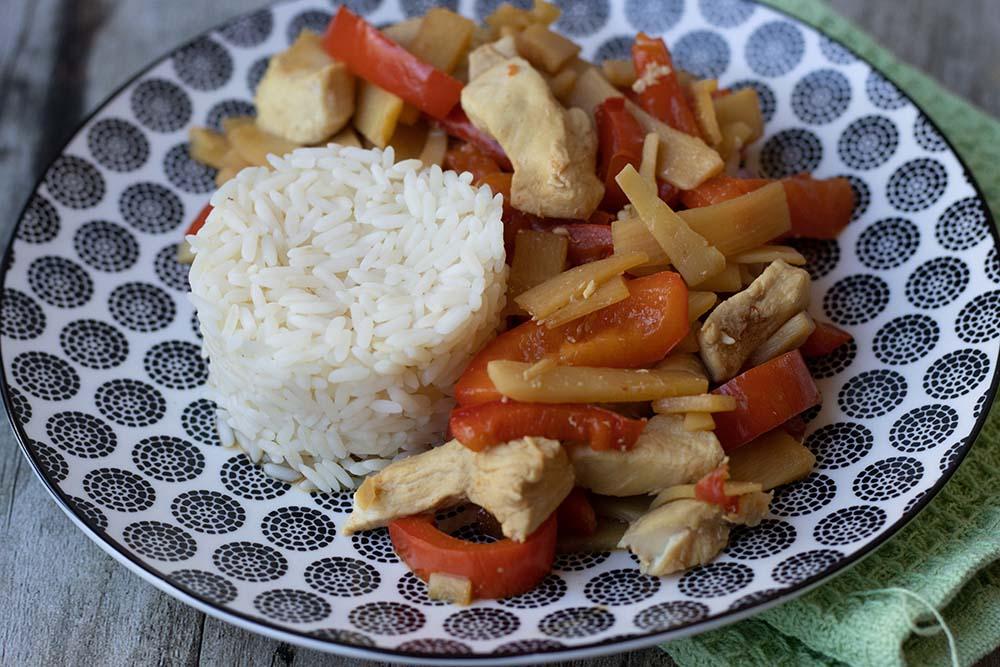 Émincé de poulet aux pousses de bambou et poivron rouge 1