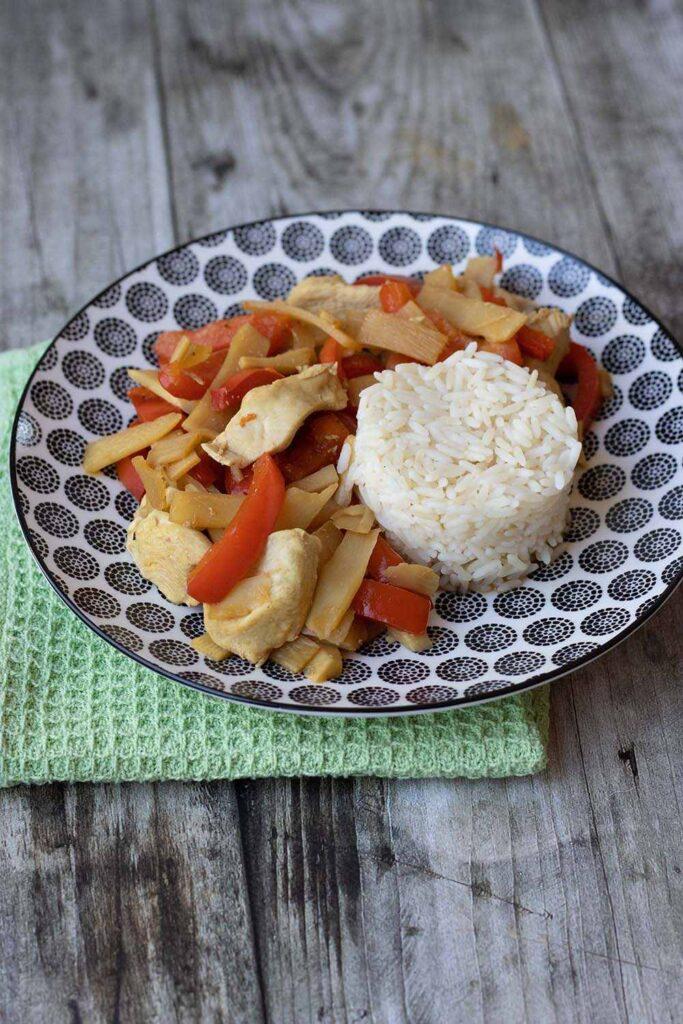 Émincé de poulet aux pousses de bambou et poivron rouge 2