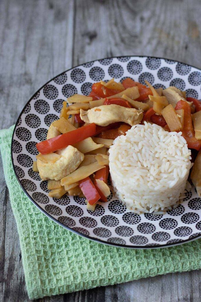 Émincé de poulet aux pousses de bambou et poivron rouge 3